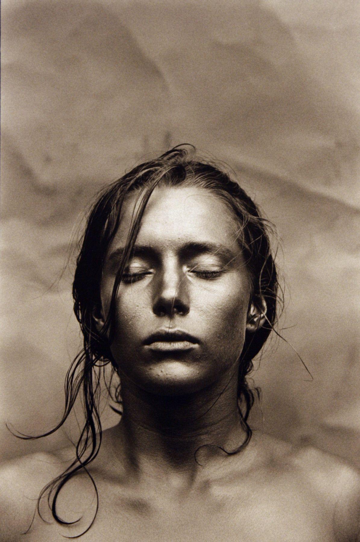 Entre Guillemets, Angela Yeux Fermé, Nigel Scott, 1991