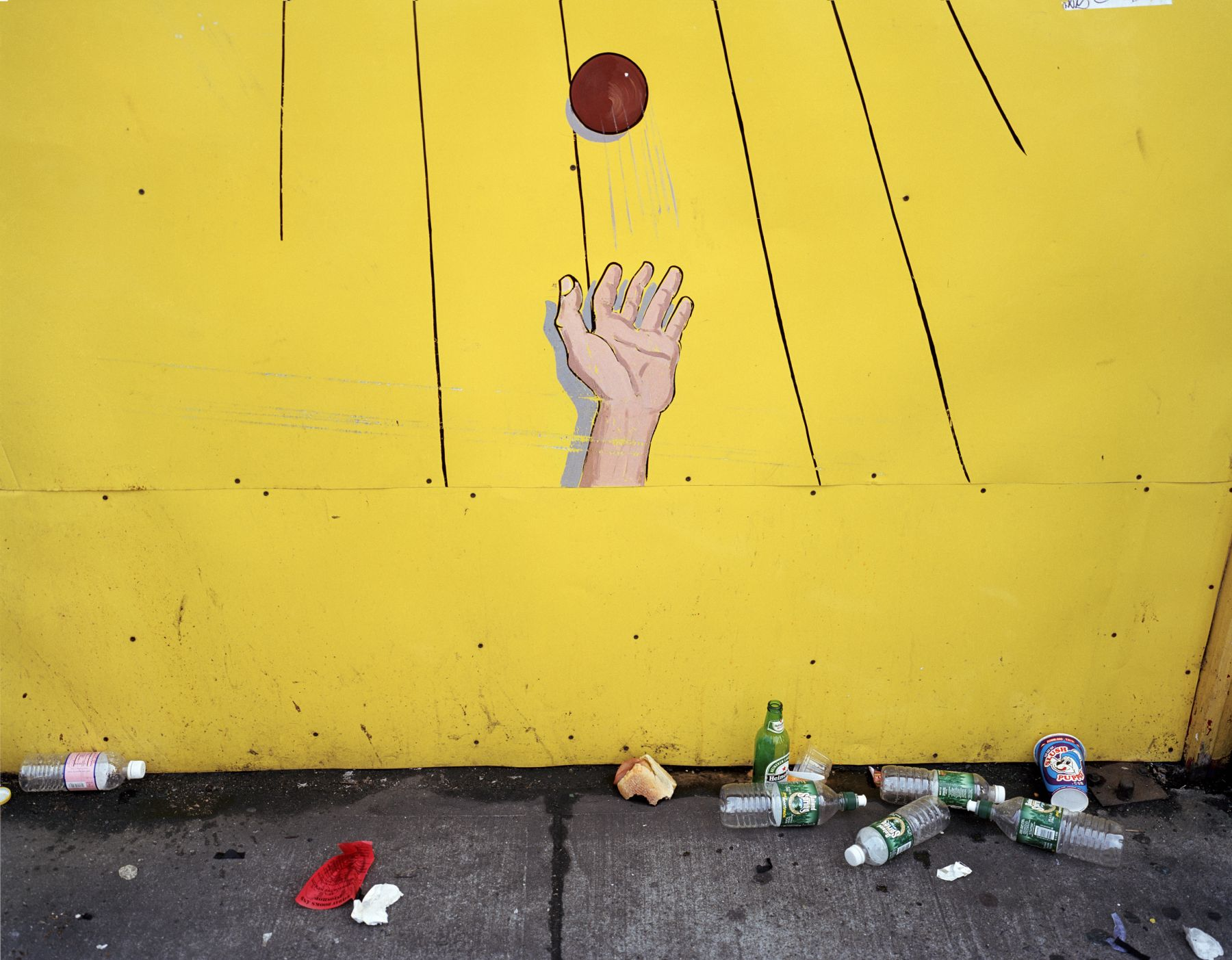 Ball Toss, Coney Island, 2001. Archival pigment print, 30 x 40 inches.