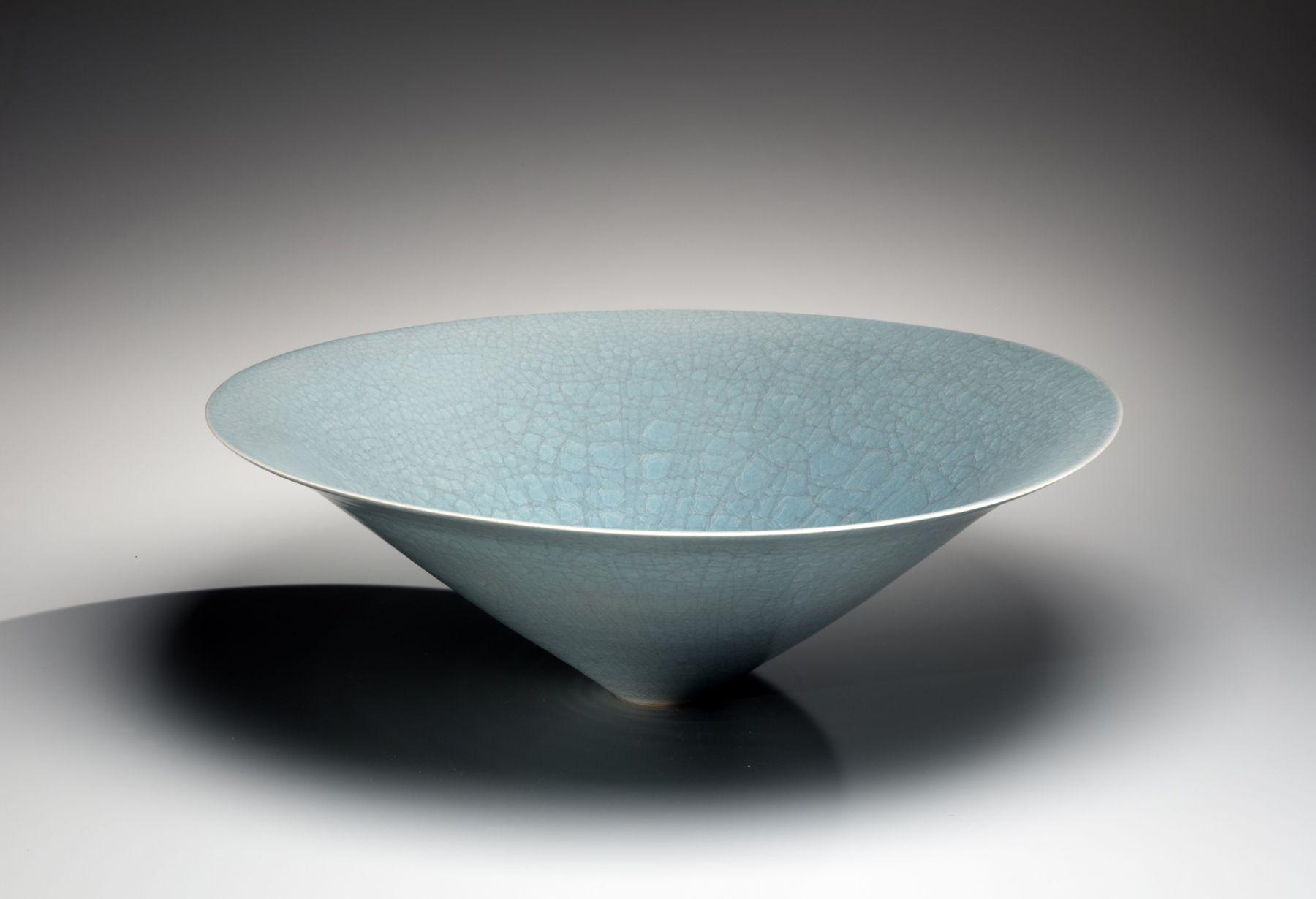 Itō Hidehito (b. 1971), Conical bowl with craquelure celadon glazing