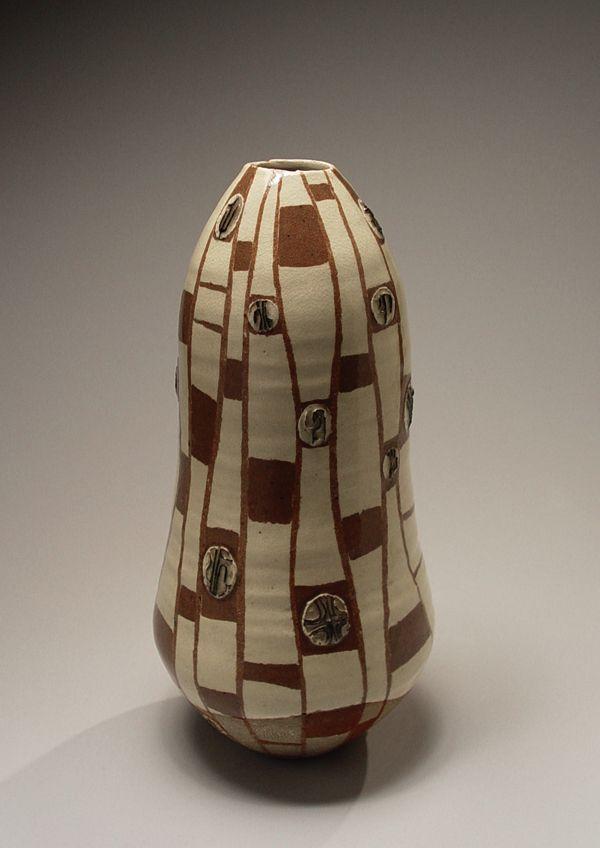 Nakajima Kiyoshi (1907-1986), Gourd-shaped attenuated vase with raised geometric design