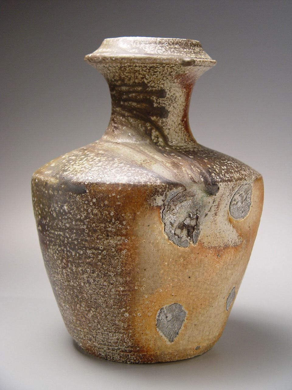 Shimaoka Tatsuzo, Vase with lightly visible impressed-rope pattern design and tapered neck, ca. 1987, Japanese contemporary ceramics