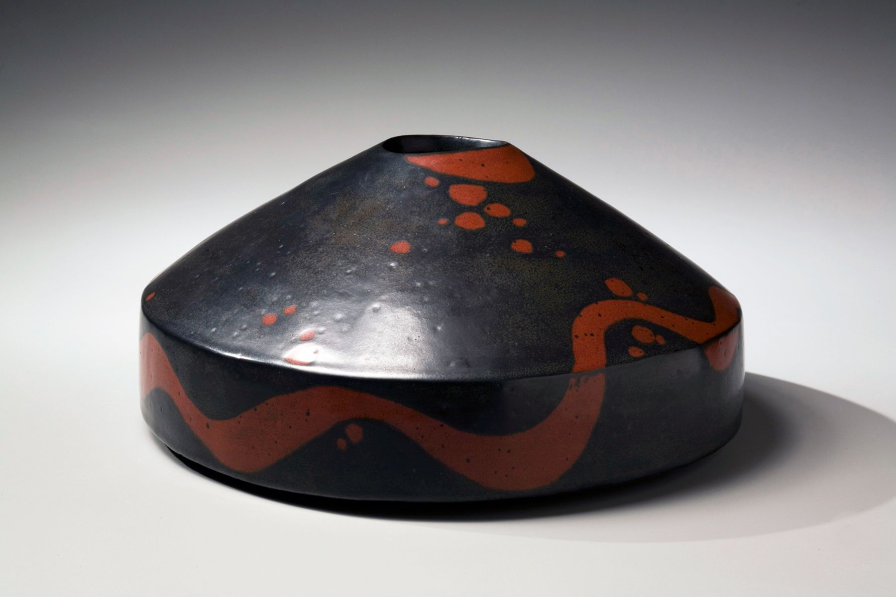 Morino Taimei, Flattened, round vessel with conical top, 2007, Japanese modern, contemporary, ceramics, sculpture