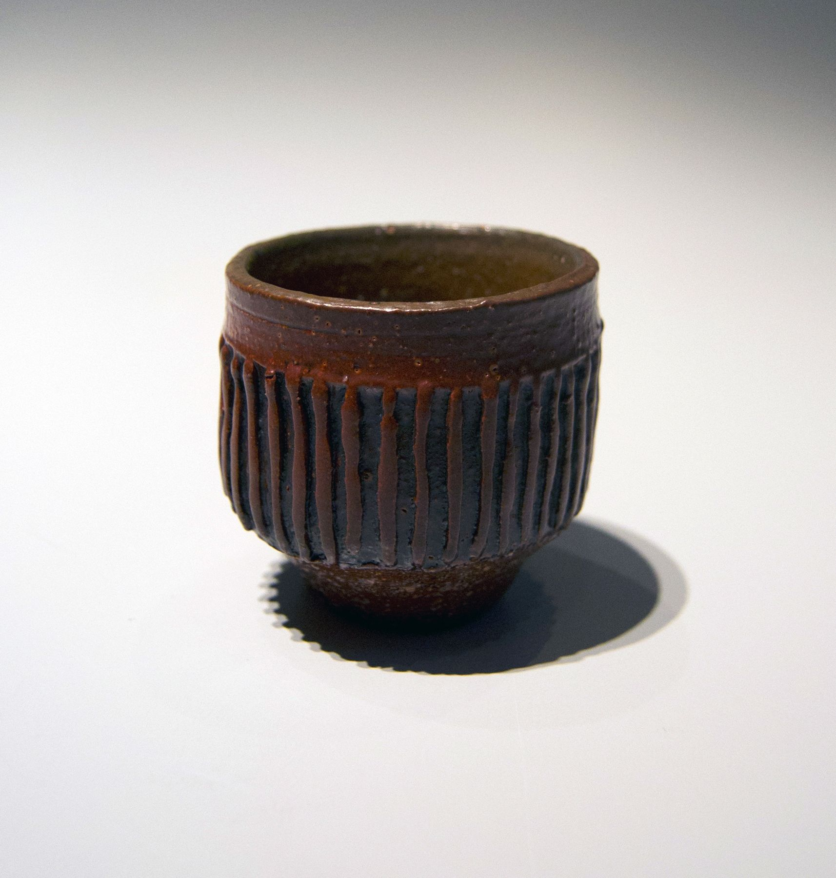 Ichino Masahiko (b. 1961), Small footed sake cup with raised, striped patterning