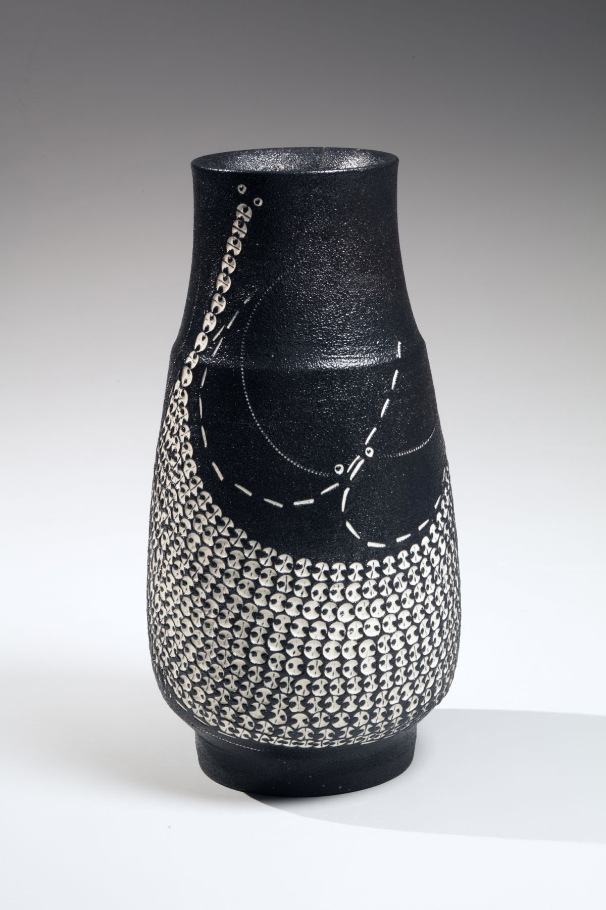 Kondō Yutaka (1932-1983), Elongated, standing black glazed vase
