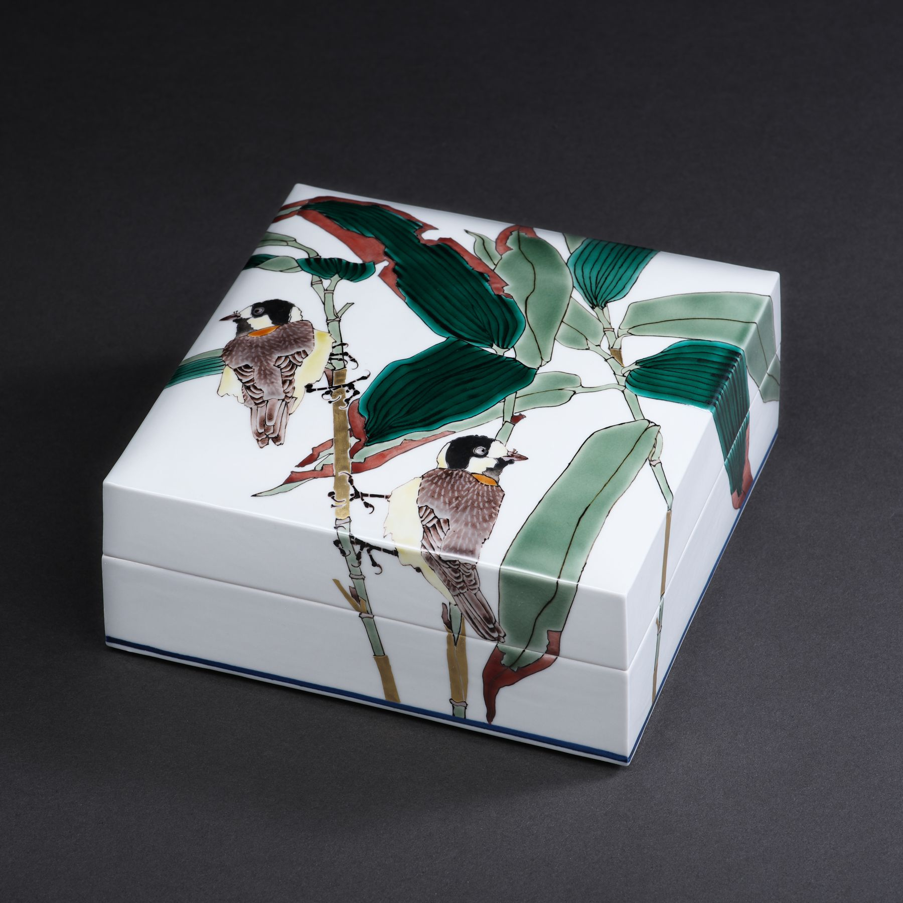 Takegoshi Jun (b. 1948), Porcelain covered box depicting titmice and bamboo