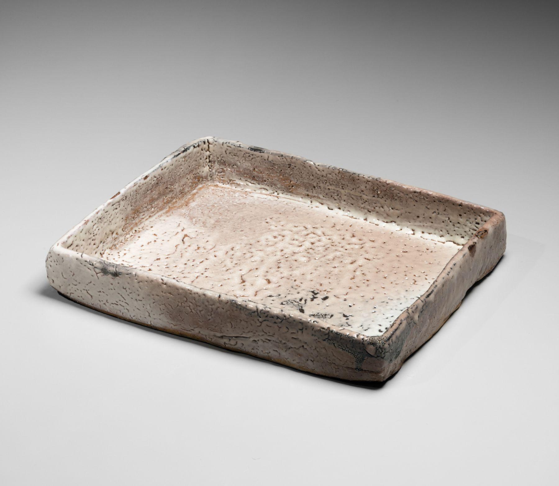 Miwa Kyūsetsu XI (Jusetsu) (1910-2012), Pinkish-white, crawling, Hagi-glazed plate