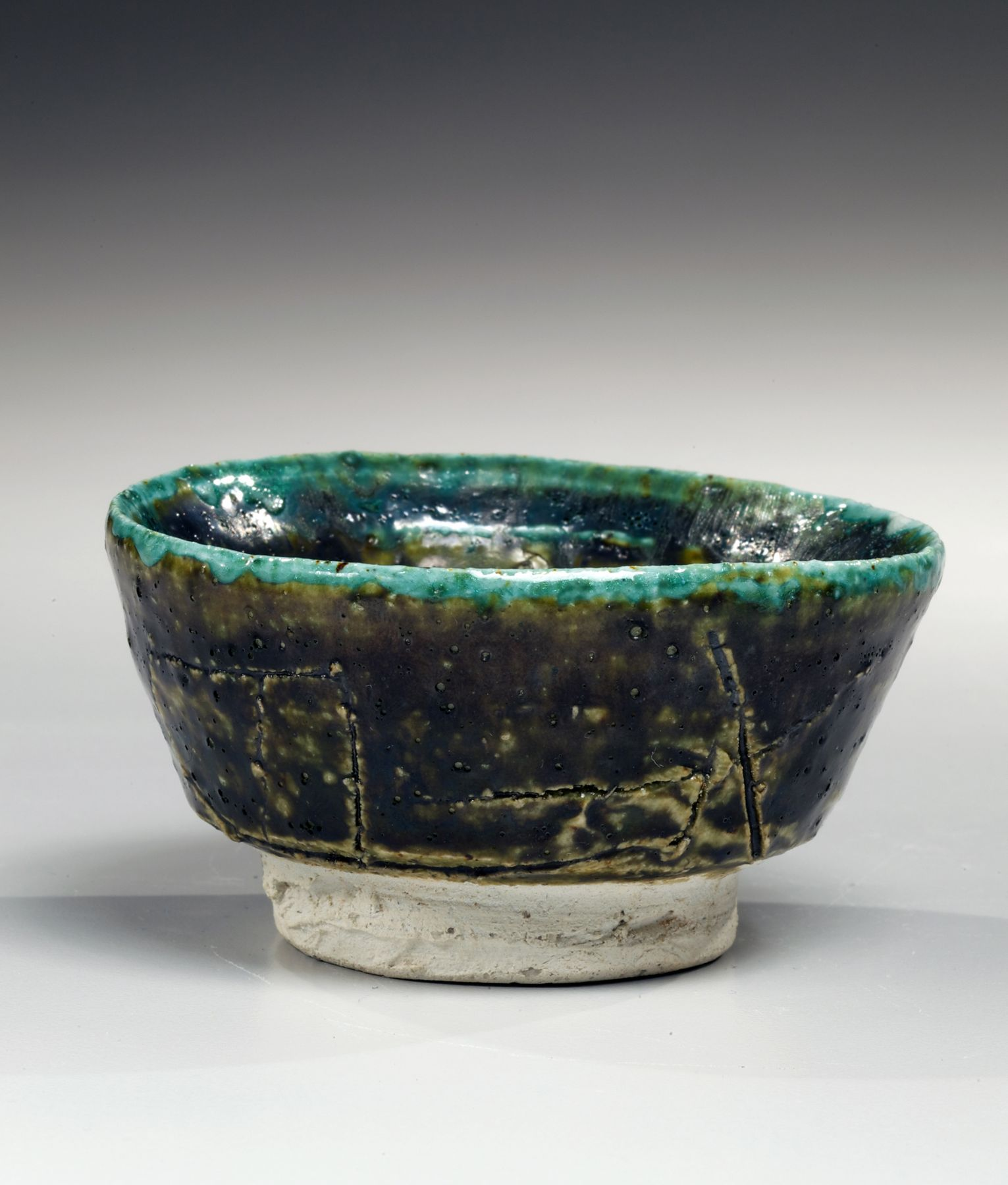 Koie, Ryoji, Koie Ryoji, contemporary, ceramics, Japanese, pottery, clay, blue, green, brown, oribe, glaze, low, sake, cup, guinomi, incised, design, 1985, stoneware