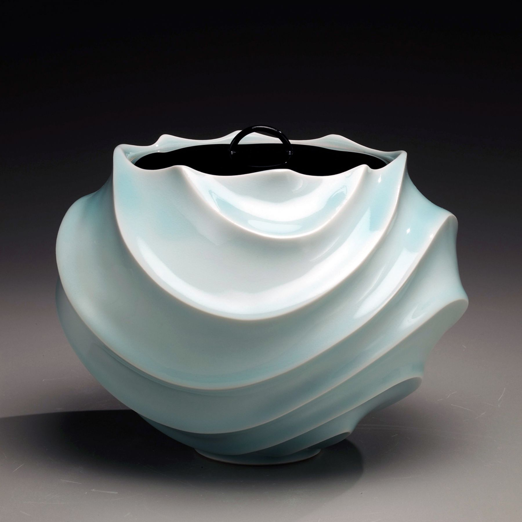 Ono Kotaro, Globular seihakuji celadon-glazed water jar, 2009, Glazed porcelain and lacquer lid, Japanese contemporary ceramics