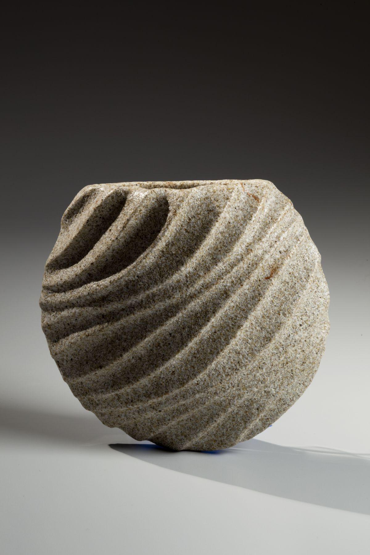 Sakiyama Takayuki (b. 1958), Hanging stoneware vase with hand-carved front and flat back