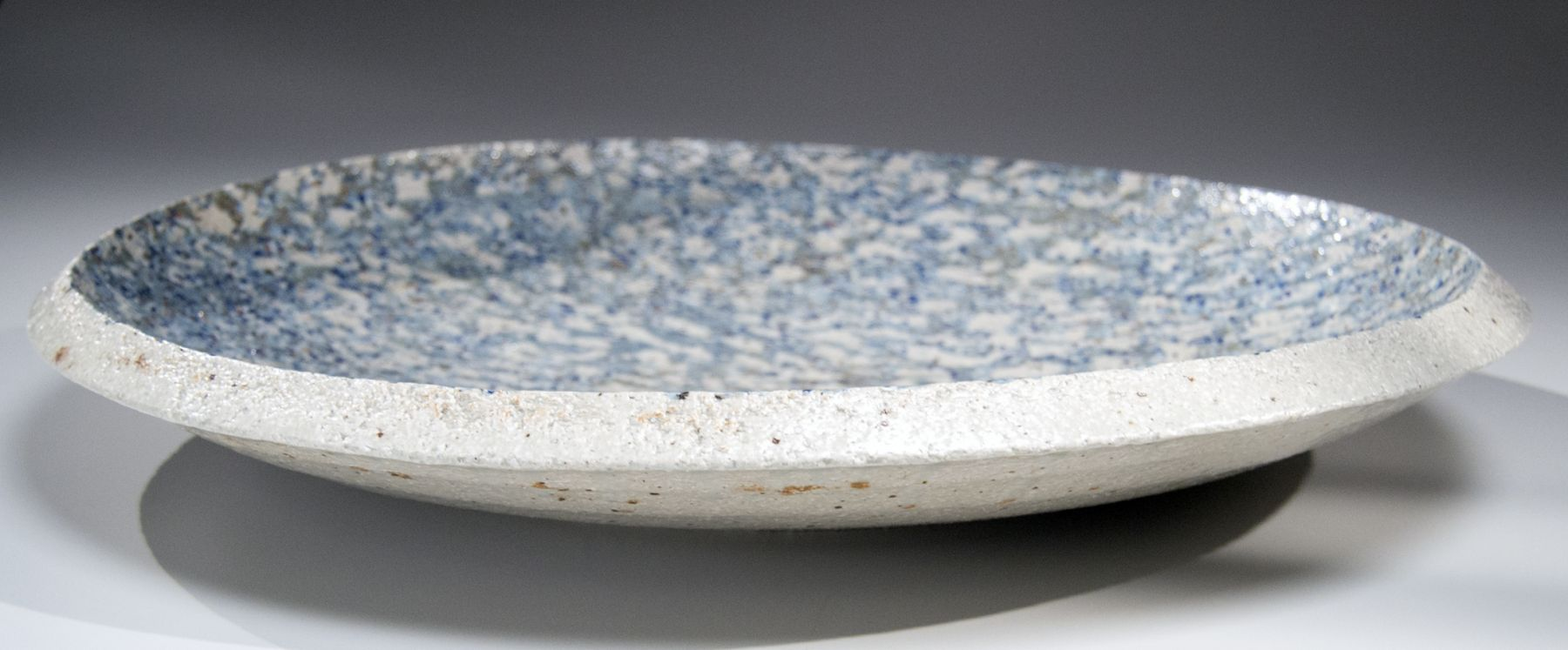 Matsui Kōsei (1927-2003), Platter with Streaming River and Floating Clouds pattern