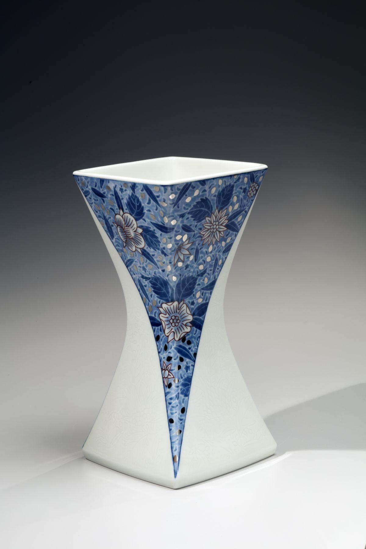 Imaizumi Imaemon XIV (b. 1962), Vase with Flowers in Chintz Patterning, Overglaze Enamels, Underglaze Indigo Blue Snow Flower Resist Decoration