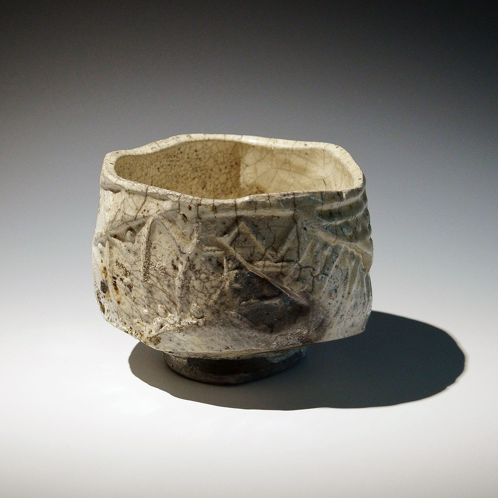 Tanimoto Kei (b. 1948), Large Iga white-glazed raku-style straight-sided teabowl with irregular mouth and carved patterning2017