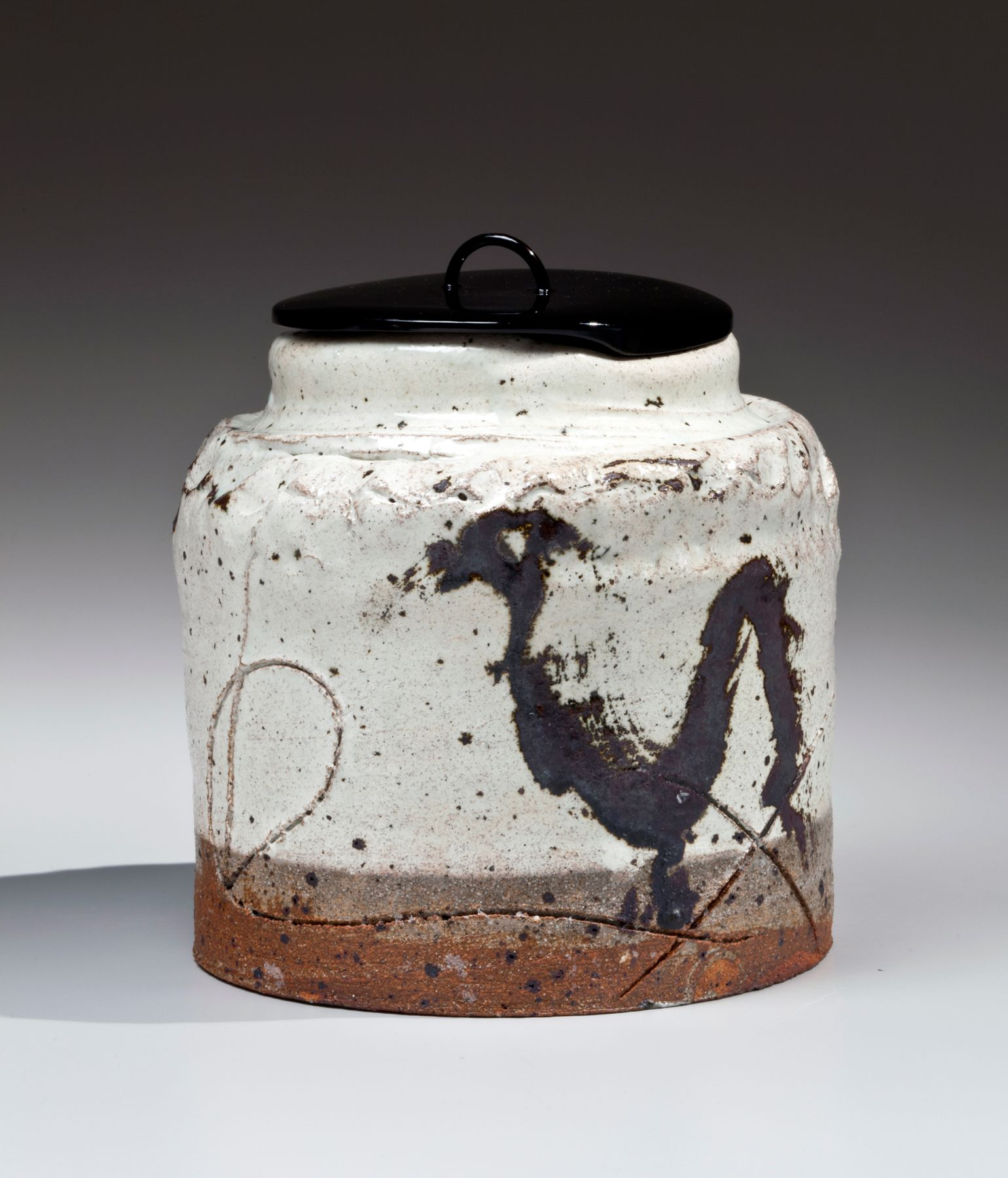 Koie, Ryoji, Koie Ryoji, contemporary, ceramics, Japanese, pottery, clay, kohiki, glaze, waterjar, water jar, mizusashi, calligraphic, design, decoration, incised, iron, glaze, black, white, brown, lacquer, lid, stoneware, 2008
