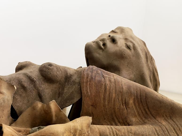 Detail of Woman with Winged Arms, 1975. Ceramic, 94 x 41 x 17/5 inches. Phoograph © Bruce M. White