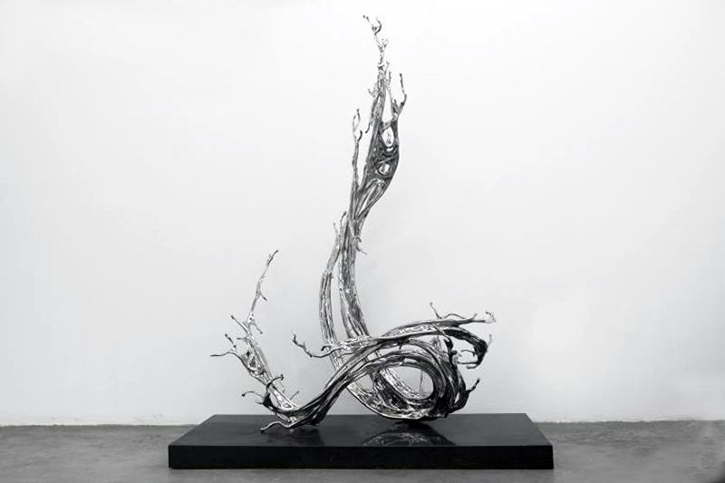Jin Bo, 2017, stainless steel, 69.7 x 31.5 x 44.9 inches/177 x 80 x 114 cm