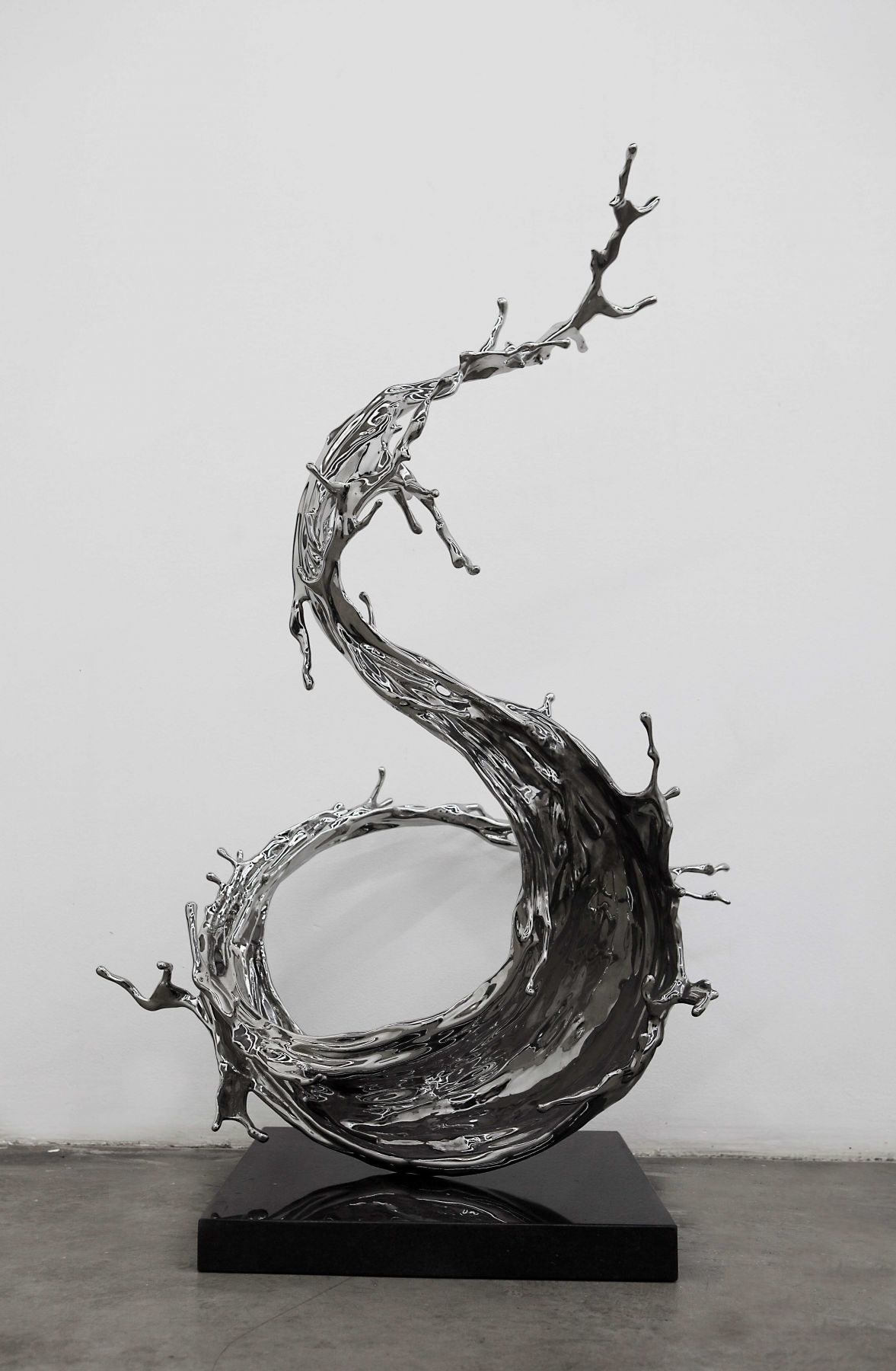 Yan Fei, 2019, stainless steel ,29.92 x 25.59 x 43.31 inches/76 x 65 x 110 cm