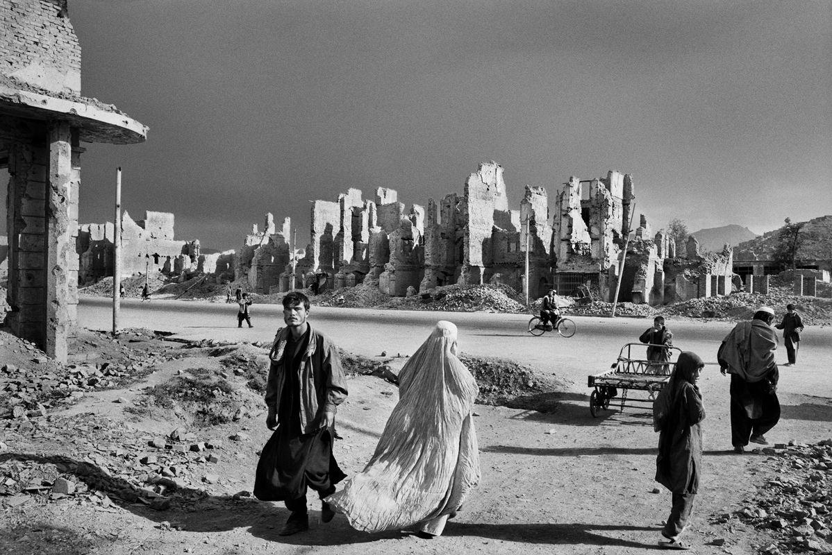Jade Maiwand Avenue, Kabul, Afghanistan, 1996, gelatin silver print, 50 x 68 inches/127 x 172.7 cm© Sebastião Salgado/Amazonas Images