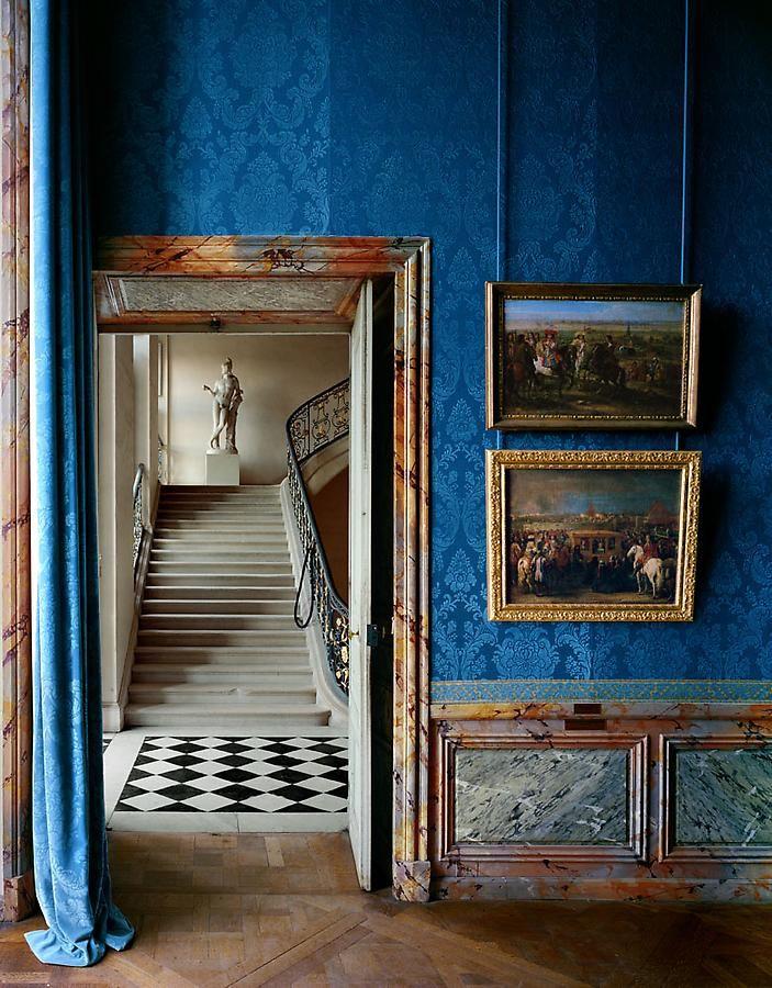 Foreground: Salle les Campagnes Militaires et le décor des résidences royales, (93) ANR.02.011,