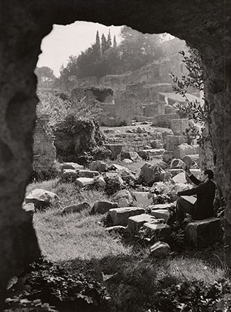 Artist on the Forum Romanium, Rome, 1949, 11-11/16 x 8-11/16 Vintage Silver Gelatin Photograph