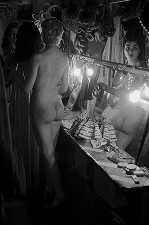 Le Sphynx, rue Pigalle, Paris, France (a), 1956