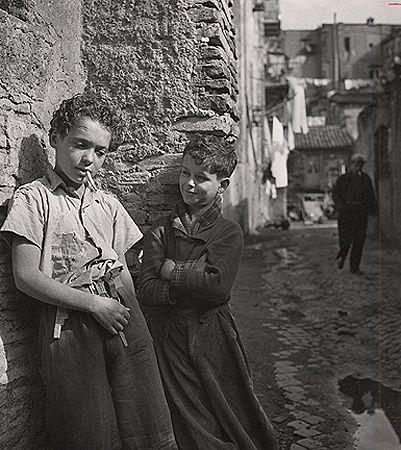 Best Friends, Rome, Trastevere, 1939, 10-3/8 x 9-1/4 Vintage Silver Gelatin Photograph