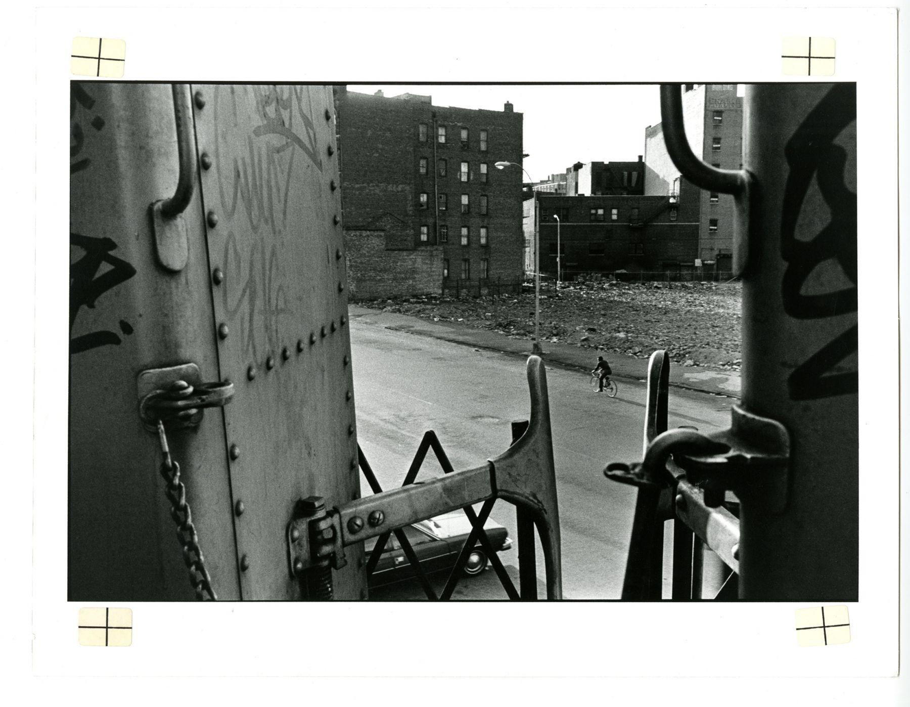 Copyright Danny Lyon / Magnum Photos, IRT 2 South Bronx, 1980