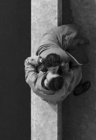 Quai du Louvre, Paris (Paris Couple), 1955