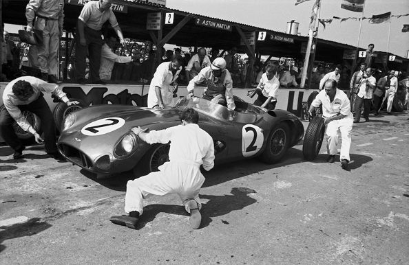 Aston Martin Pit Stop R.A.C. Tourist Trophy, Goodwood, 1959. Drivers: Shelby and Salvadori