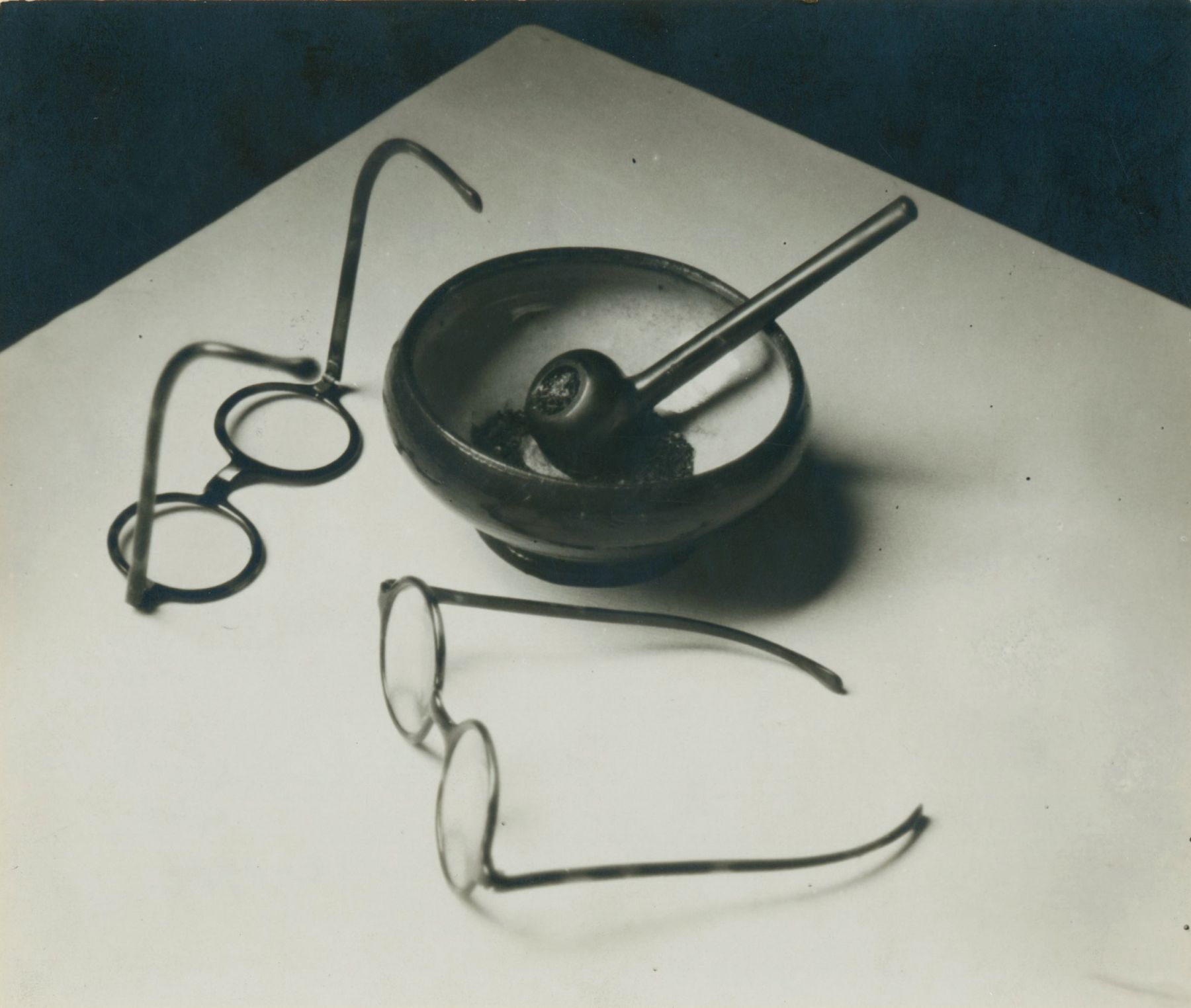 andré Kertész mondrian's glasses and pipe