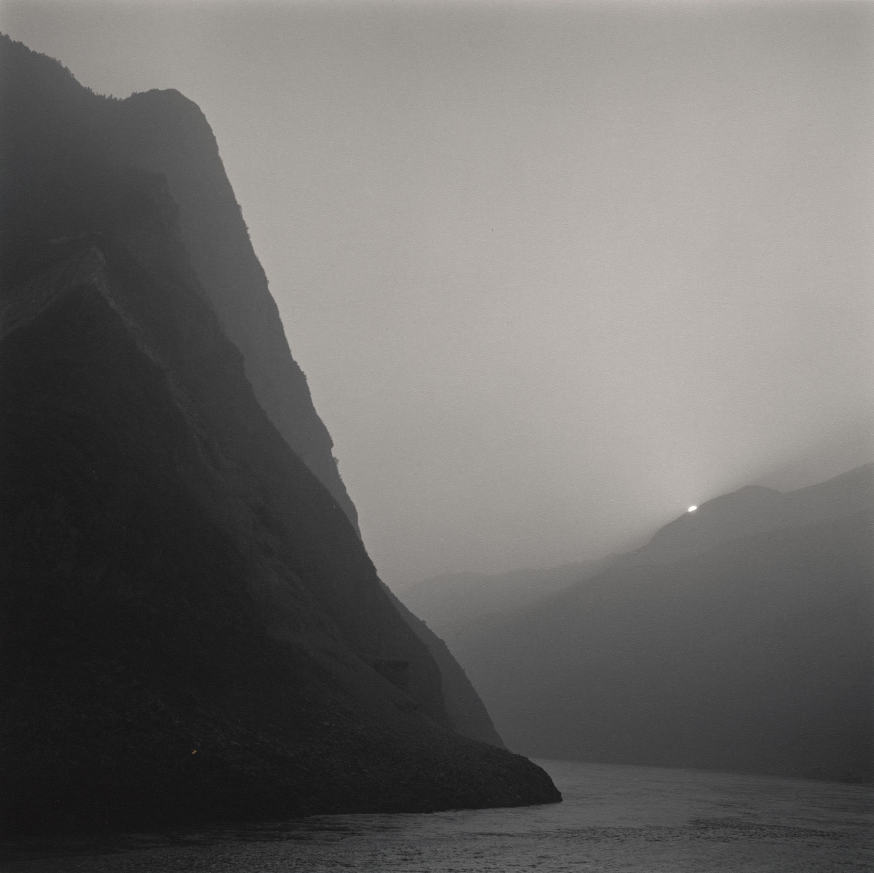 Lynn Davis, [China #08] Three Gorges, Yangtze River, China, 2001
