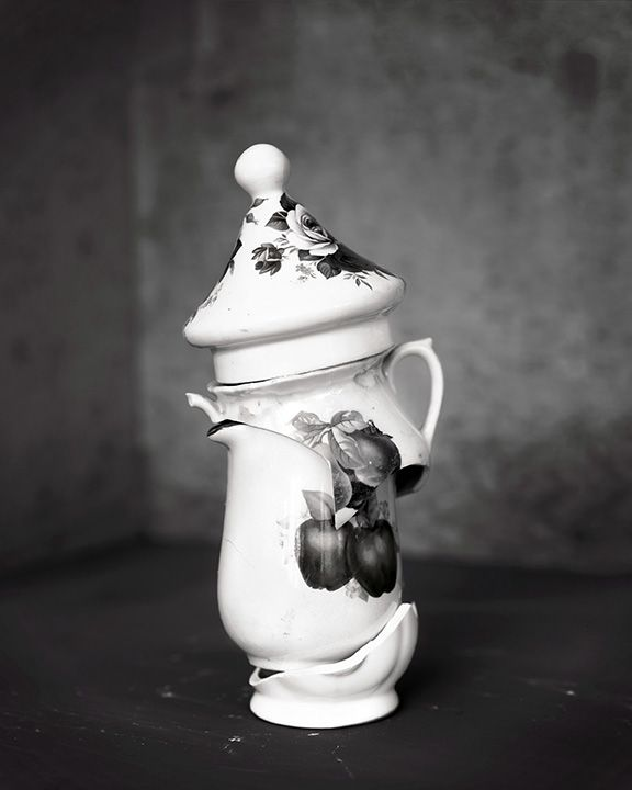 James Henkel  Teapot with Apples, 2017  Archival Pigment Print  20h x 16w in  Edition of 5  30h x 24w in   Edition of 3