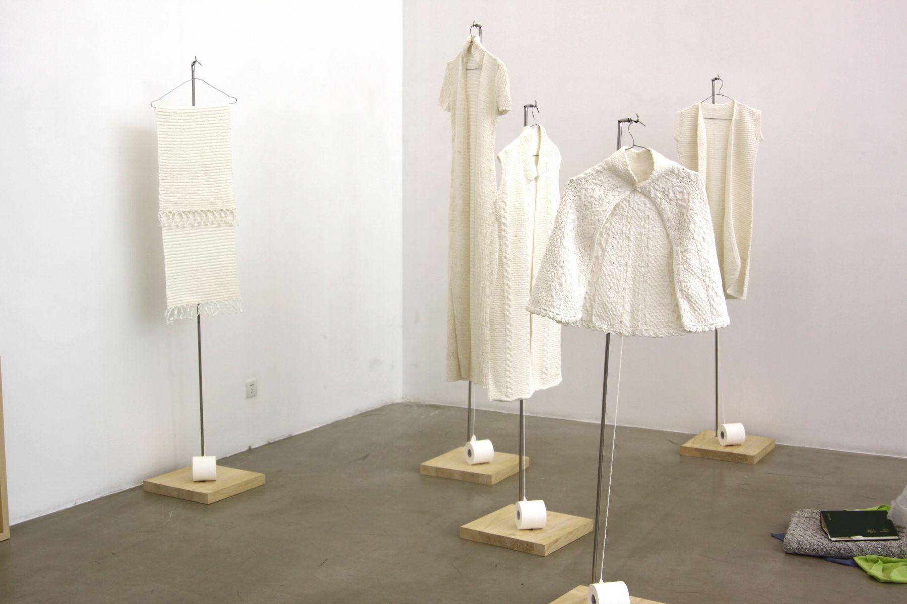 Wang LeiçŽ‹é›·, Hand-Woven Toilet Paper(including 5 pieces)æ‰‹ç»‡æ‰‹çº¸(含5件)