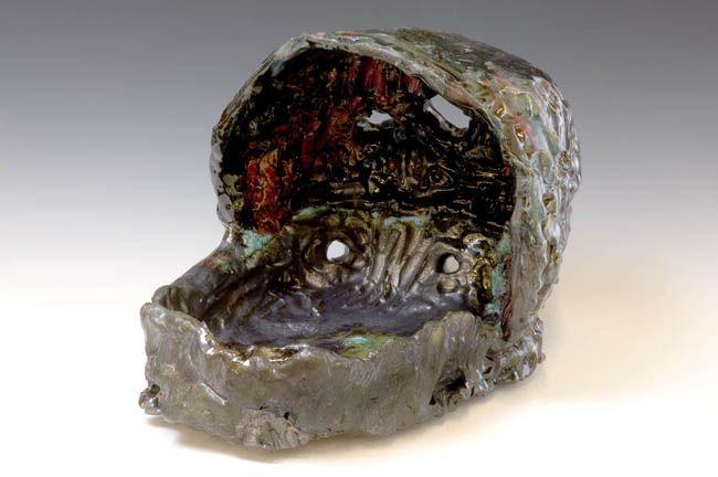 Astral Manger, 2007. Ceramic, formica pedestal. Sculpture: 13 x 20 x 13 inches (33 x 50.8 x 33 cm); pedestal: 40 x 20 x 26 inches (101.6 x 50.8 x 66 cm). MP 23