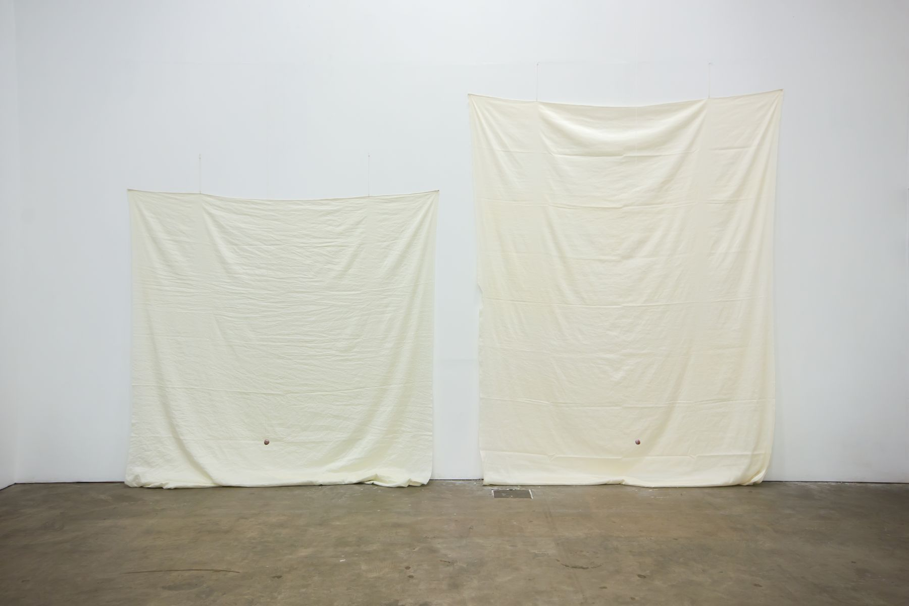 Polly Apfelbaum, Shades of White, 2019, installation view, Ikon Gallery, Birmingham, United Kingdom (2019)