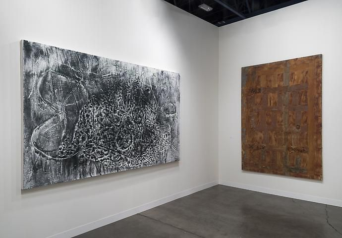Jack Whitten, Feedback Loops II (The Curse of Ivan Mestrovic) (2013); Heidi Bucher, Puerta cuartel interior (1987)