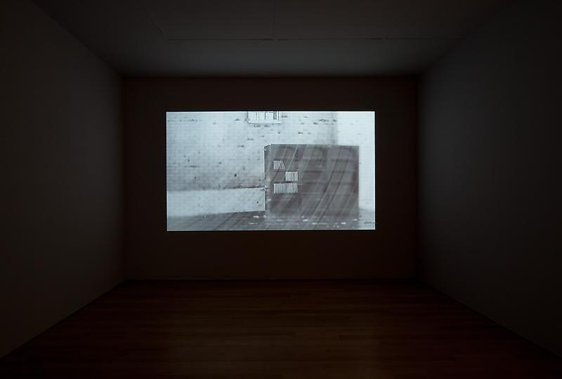 HIRAKI SAWA did i?, 2011 (installation view)
