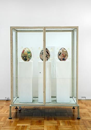 Martin Kippenberger, Untitled (Showcase with egg sculptures), 1996