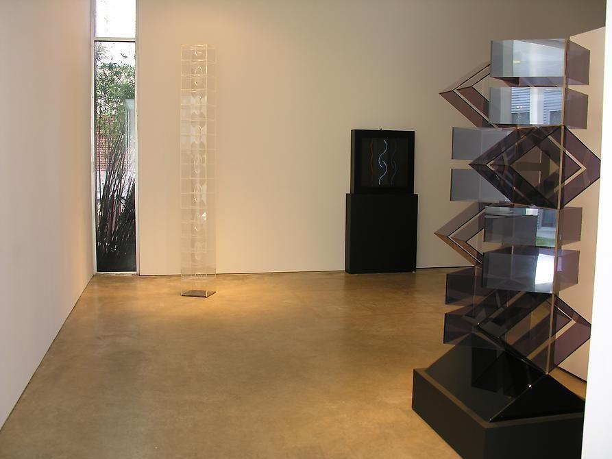 Hugo Demarco, Horacio García Rossi, Francisco Sobrino, Sicardi Gallery installation view, 2007