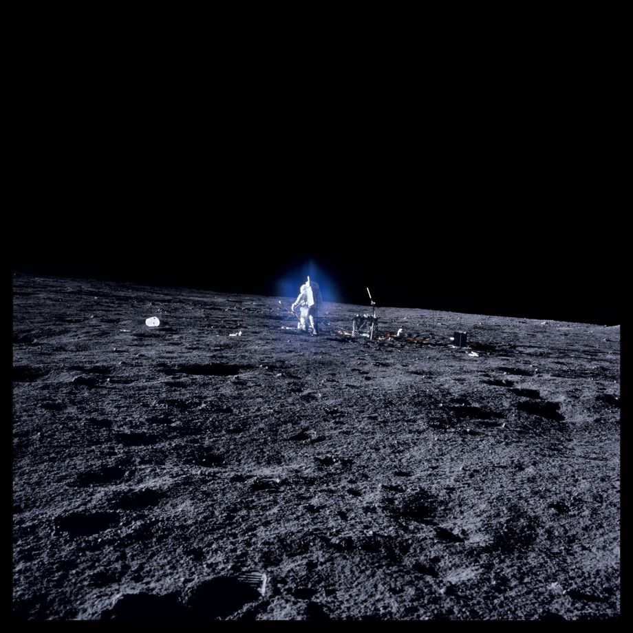 055 Alan Bean Surrounded by Blue Aura Thought