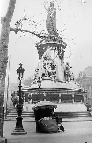 Robert Frank. Paris, 1951. (Monument in Snow).