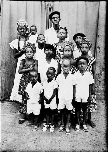 Seydou Keita. A family from Bamako.  c. 1954 / printed 1996.