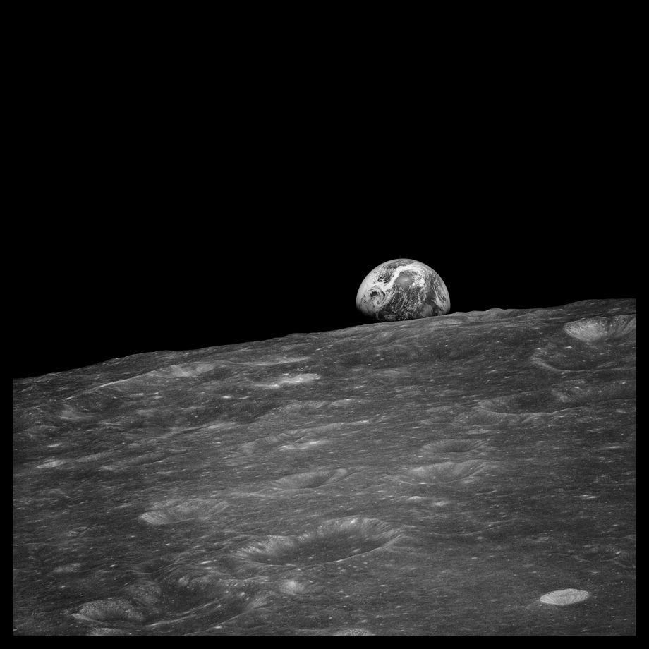 030 Earthrise Seen for the First Time By Human