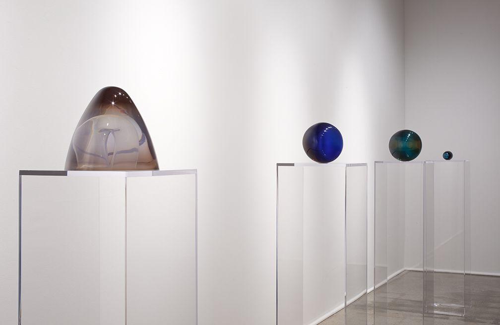 Helen Pashgian: Working in Light, Installation view