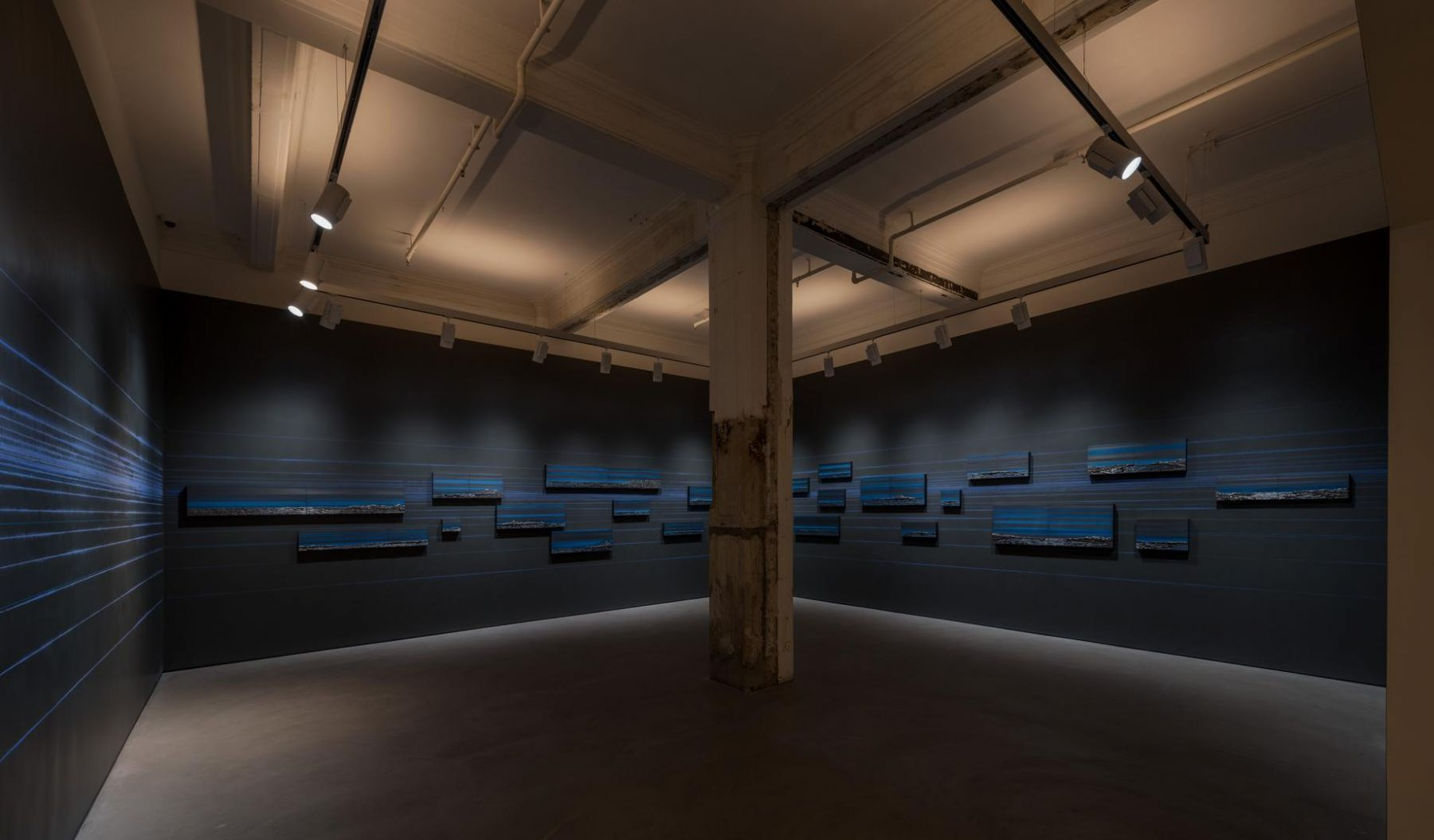 Teresita Fernández, Rise and Fall installation view 1