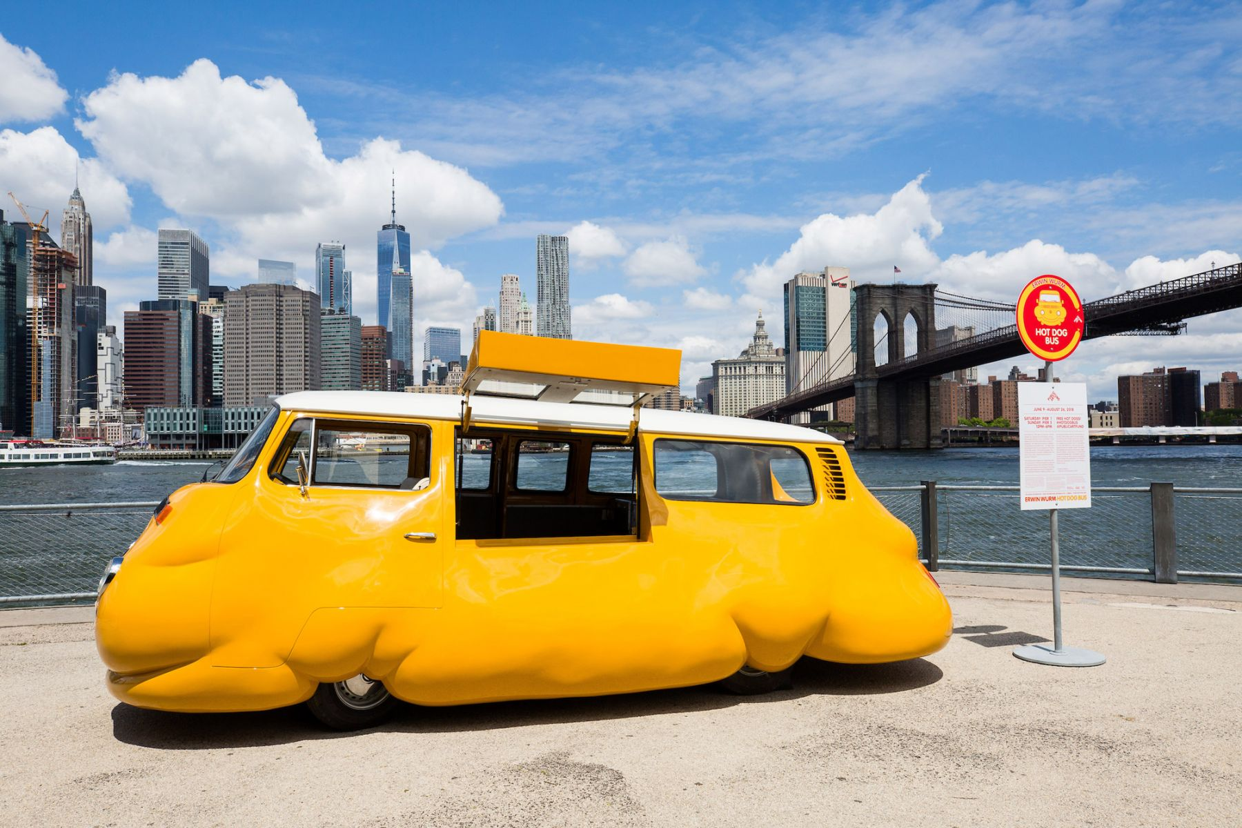 Erwin Wurm: Hot Dog Bus, 2018
