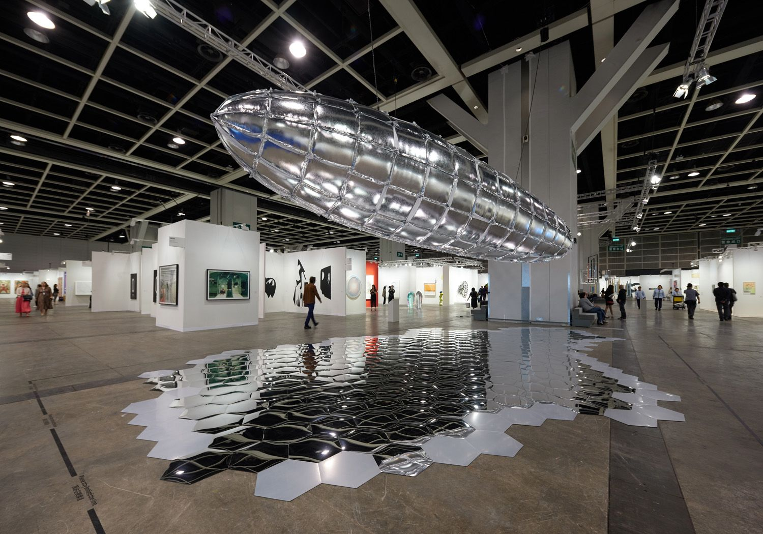 LEE BUL Willing To Be Vulnerable - Metalized Balloon, 2015/2019