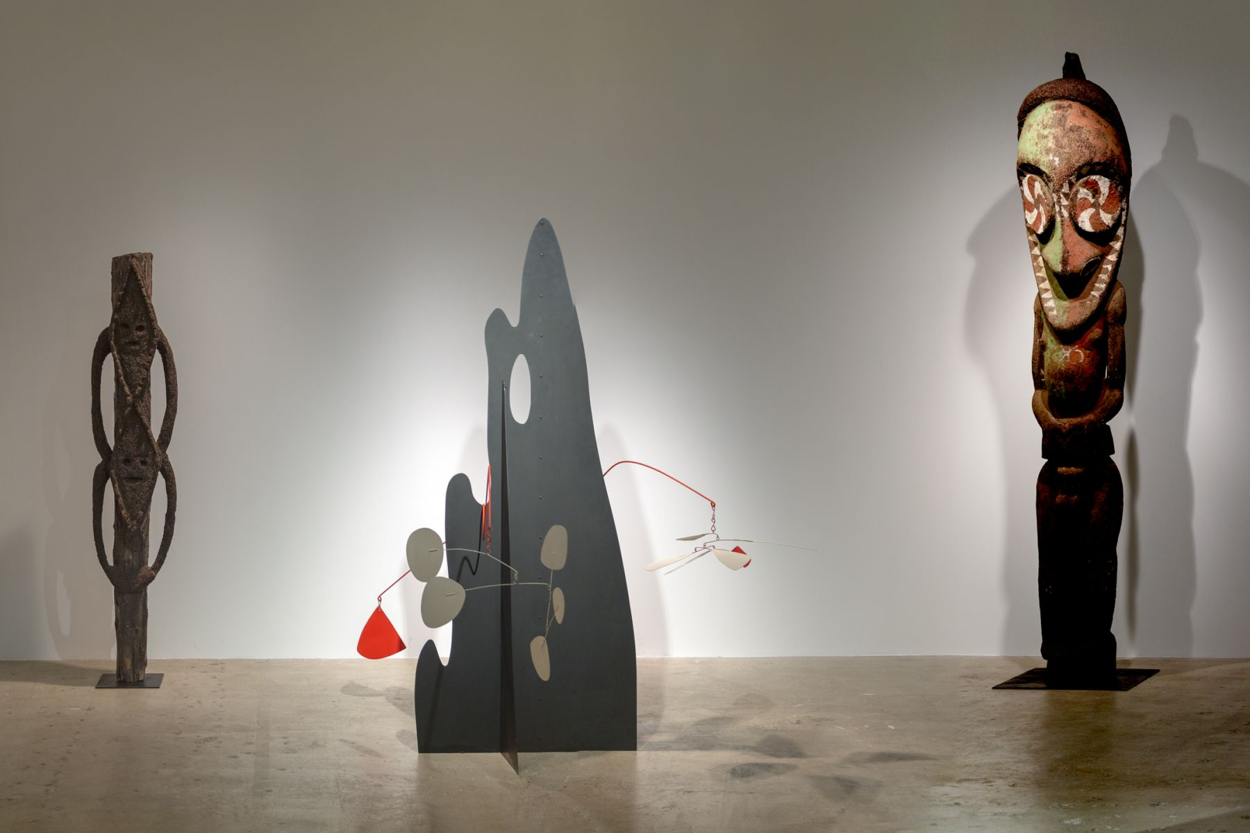 Calder Crags + Vanuatu Totems from the Collection of Wayne Heathcote, Installation Image 6