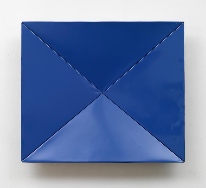 Charlotte Posenenske Blaue Faltung (Blue Fold)