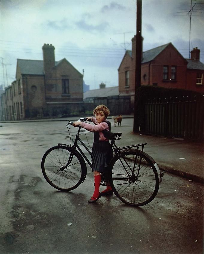 Evelyn Hofer, Girl with Bicycle