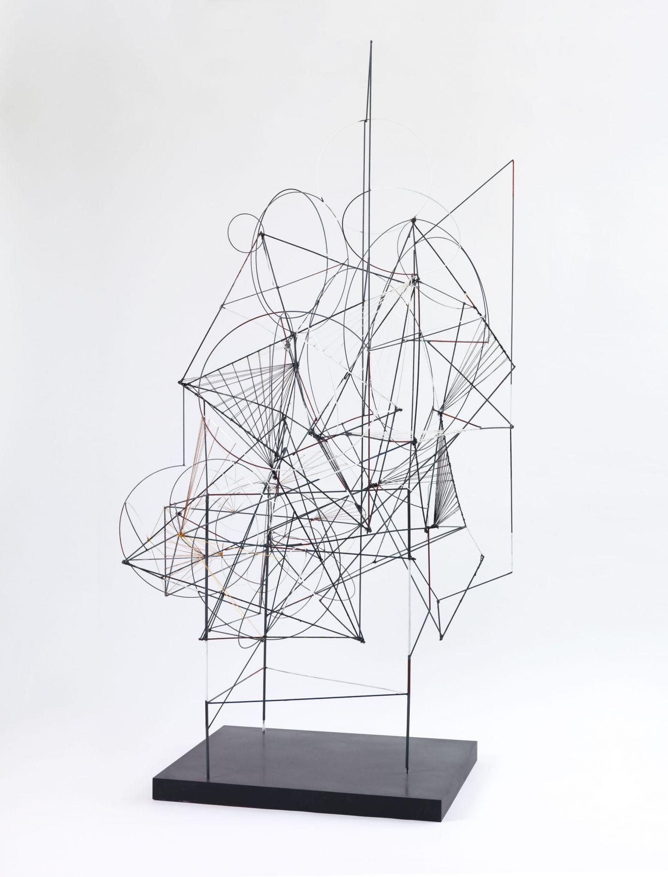 a wire sculpture by the contemporary artist Matthias Bitzer